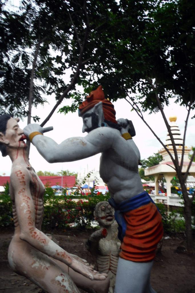 Tour-Through-Buddhist-Hell - Suphanburi-Hell-Temple-09