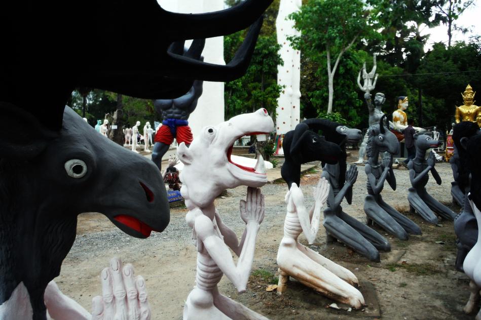 Tour-Through-Buddhist-Hell - Suphanburi-Hell-Temple-23