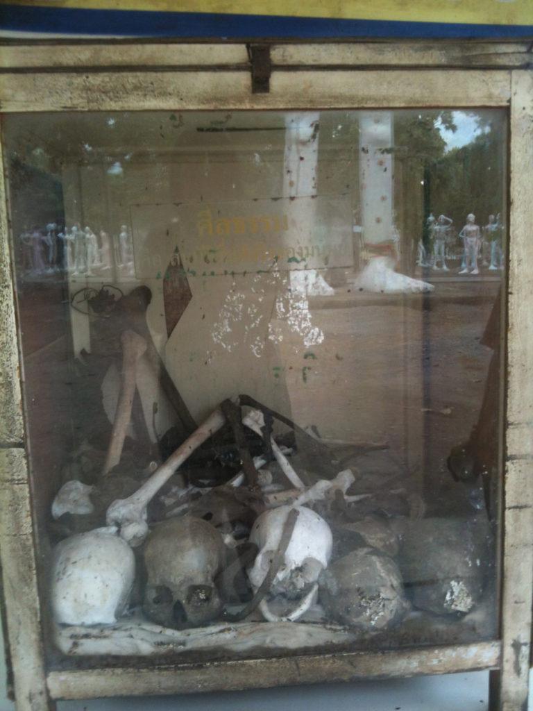 Tour-Through-Buddhist-Hell - Suphanburi-Hell-Temple-26