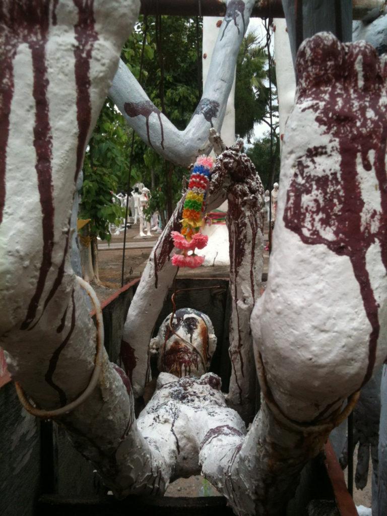 Tour-Through-Buddhist-Hell - Suphanburi-Hell-Temple-39